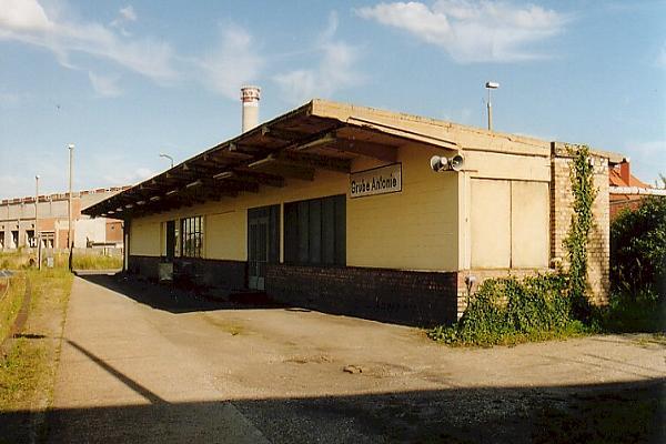 Haltestelle Grube Antonie der im Chemiepark Bitterfeld liegt, der früher eine große Bedeutung für die Reisenden war.