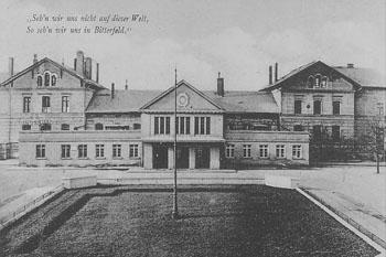 Bahnhof Bitterfeld um 1925. Das Motiv zierte eine Postkarte mit einem Poststempel vom 19.05.1925.
