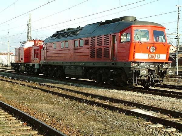 Lokschaden an 298 328, weshalb die Großdiesellok 232 055 zum Schlepp nach Leipzig-Engelsdorf am 03.01.2004 angefordert wurde.