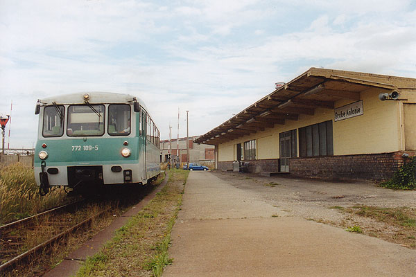 Am 02.09.01 brummt 772 109 ohne seinem Steuerwagen aus dem Haltepunkt Grube Antonie. Wohl aus technischen Gründen konnte dieser nicht mitgeführt werden.