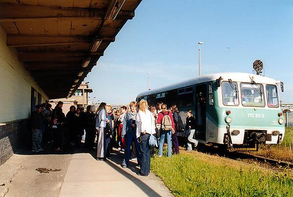 Bahngünstige Gruppenfahrten eroberten auch zunehmend die Saftbahnstrecke. Am 29.05.2002 führten gleich drei Schulklassen solch eine Fahrt durch. Trotz der rechtzeitigen Anmeldung, kam nur der Solo-Triebwagen 772 312 zum Einsatz.