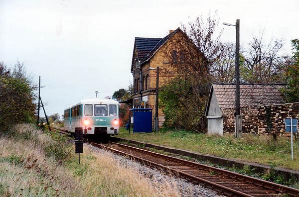 Durch einen Getriebeschaden an 771 054 wurde der Triebwagen am 27.10.2000 an die RB 37489 mit 771 010 angehangen.<br>Als Ersatz fuhren Busse im Schienenersatzverkehr.