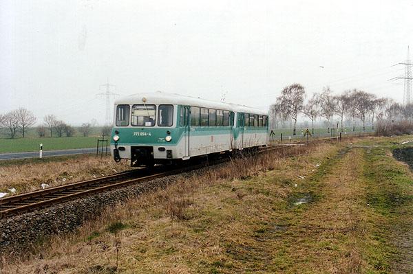 Als Regionalzug aus Stumsdorf brachte 771 054 den 771 038 am 02.03.2001 mit.<br>Diesen setzte man im Berufsverkehr am Nachmittag ein.