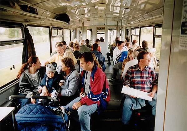 Da nur ein Solo-Triebwagen eingesetzt werden konnte, ging es im Zug ganz schön eng zu.