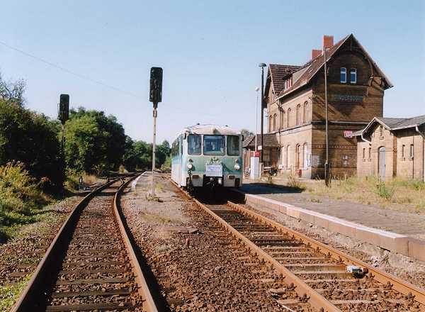 Nach dem der Zug in Sandersdorf gehalten hatte, ging es auch gleich weiter in Richtung Bitterfeld.