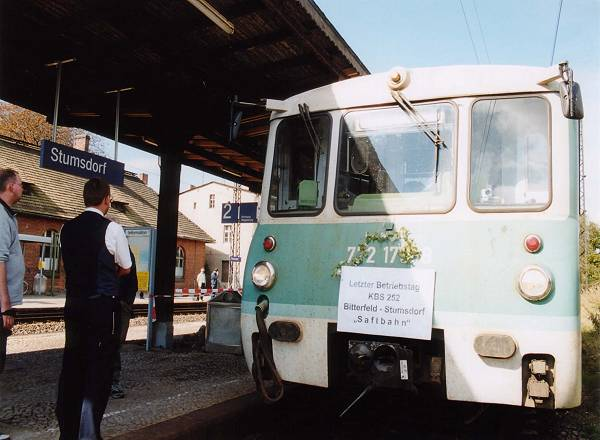 Im Endbahnhof Stumsdorf stand der 772 179 und wartete auf Anschlussreisende, die an diesem Tag zu Schaaren anreisten.