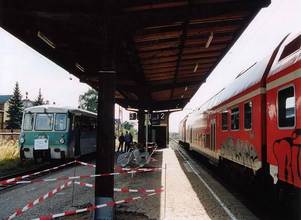 Pünktlich kreuzten sich die Züge in Stumsdorf. So gut wird es beim Bus nicht klappen!