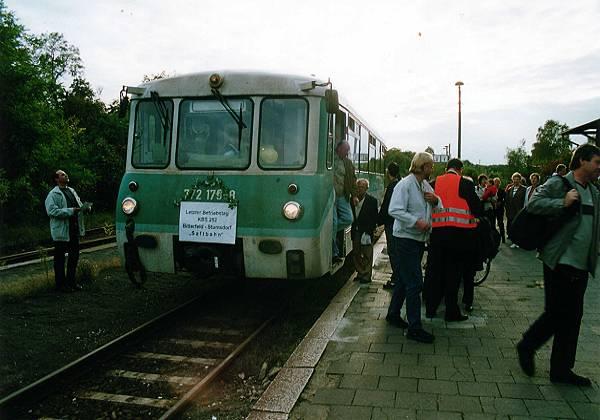 Ein gehen und kommen auch auf dem Sandersdorfer Bahnhof. Der Zug war meistens voll besetzt.