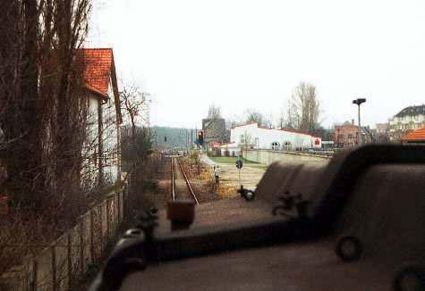 Einfahrt in den Bahnhof Sandersdorf.