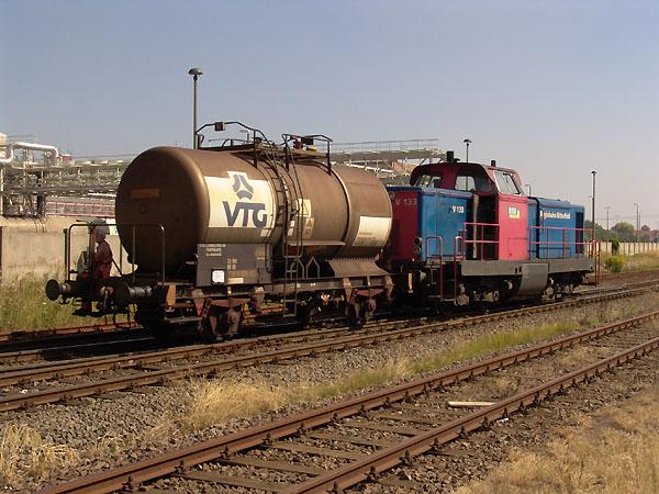 Etliche Chemiestätten in Bitterfeld/Wolfen, befördern die Ausgangs- und Endprodukte auf der Schiene und nehmen dabei die Dienstleistung der Regiobahn Bitterfeld in Anspruch.
