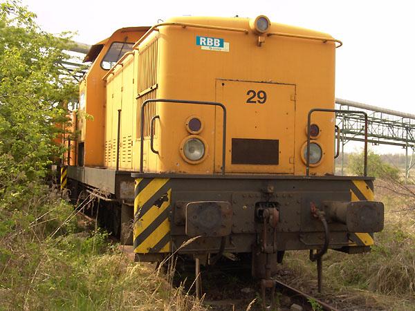 Als Ersatzteilspender dient die RBB-Lok 29. Am 30. April 2005 stand sie noch auf dem Betriebsgelände des Bahnunternehmens abgestellt.