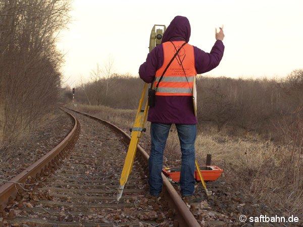 Mitte Januar 2005 begannen die Messarbeiten am Bahngleis. Am 19.01.2005 waren die Mitarbeiter eines beauftragten Ingeneurbüros bereits zwischen Sandersdorf und Heideloh. U.a. wurden die Kurvenradien und Fallhöhen des Bahngleises aufgenommen.