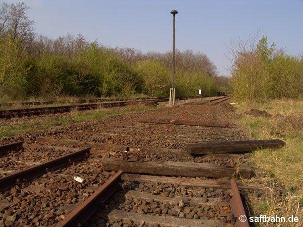 Nach dem Ausbau der Weiche, kann nun der Lückenschluss mit neuem Bahnmaterial erfolgen.