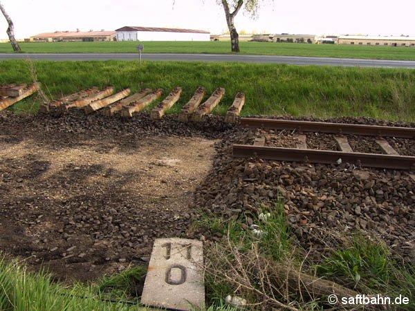 Auch der Gewerbepark Heideloh wird an das Schienennetz angebunden. Den Einbau einer Weiche am Bahnkilometer 11,0 konnte am 28. April 2005 nichts mehr entgegen stehen.