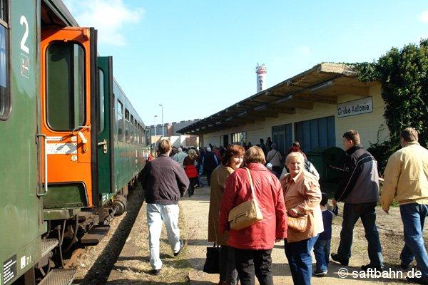 Ankunft des Sonderzuges in Grube Antonie. Dort mussten die Fahrgäste warten bis der Zug nach dem Lokumsetzen zurück kam.