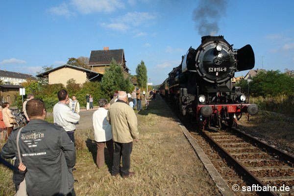 Der eingefahrene P115 nach Zörbig lässt sich in Sandersdorf in der herrlichen Nachmittagssonne ablichten.
