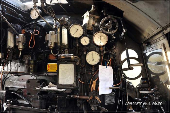 Führerstand der Dampflok 52 8154-8.