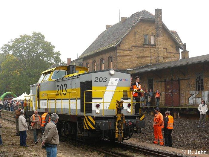 Rangierfahrt zur Abstellung der Diesellok V100.
