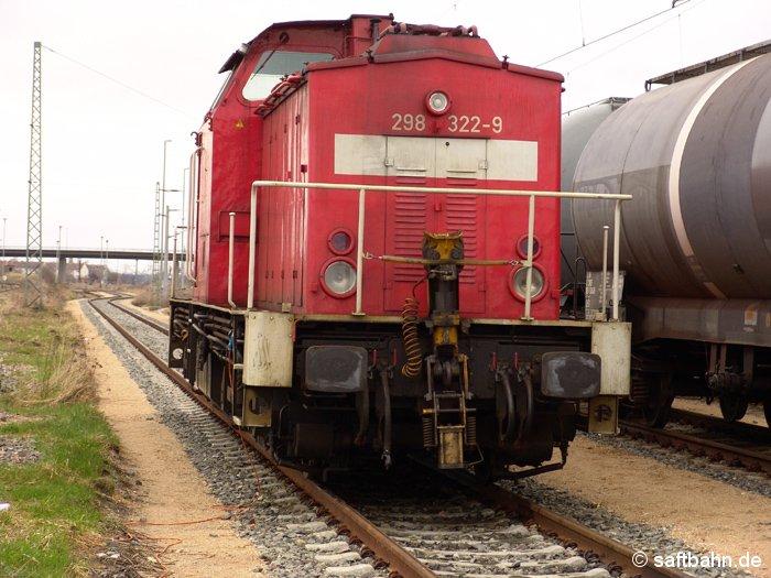 Abgestellte Rangierdiesellok 298 322-9 am 16.04.2006. Die Lok setzte man für den örtlicher Rangier- und Verteilerverkehr ein.