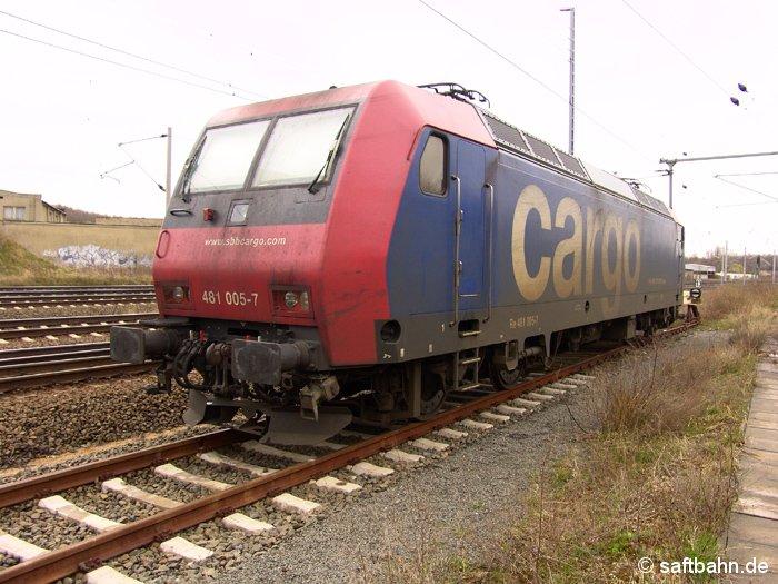 Abgestellte E-Lok 481 005-7 der SBB Cargo am 16.04.2006.