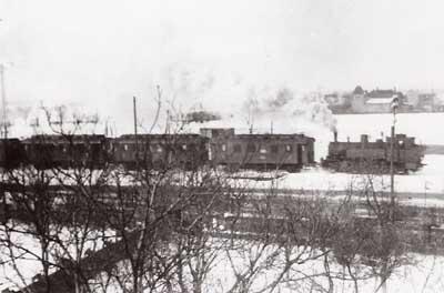Personenzug mit einer Dampflokomotive der BR 91. Einfahrt Zörbig aus Richtung Stumsdorf.