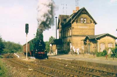 Mit einer Plandampfveranstaltung machte 1995 der Eisenbahnverein Bitterfeld auf sich aufmerksam. So verkehrten planmäßige Personen- und Güterzüge mit Dampfbespannung, auf der Bahnstrecke.