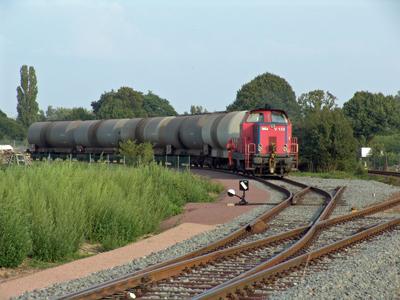 Die zweite Alkoholfuhre zog am 16.08.2005 die MaK-Lok V131 aus dem Werksgleis und brachte diese nach Bitterfeld.