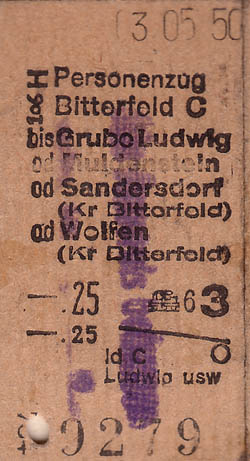 Fahrkarten zu einer Deligierten-Konferenz in Bitterfeld am 03.05.1950. Hierbei handelt es sich möglicherweise um eine Mehrfahrkarte, da Sandersdorf mit angegeben ist.