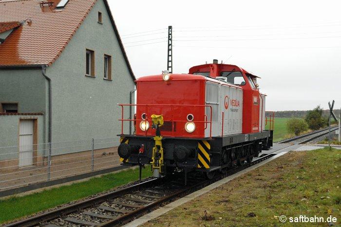 In Heideloh konnte am 16.10.2008 die frisch hauptuntersuchte V60 Lok der Regiobahn Bitterfeld abgelichtet werden, als sie aus Zörbig kommend den einstigen Bahnhaltepunkt durchfuhr.
