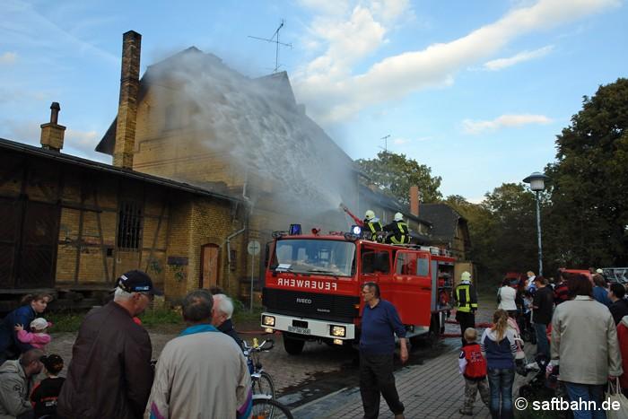 Anlässlich zum Jubiläum der Freiwilligen Feuerwehr Zörbig am 14.09.2007, simulierte man einen Brad im Bahnhof Zörbig nach. Den Anwohnern und Gästen wurde anschaulich demonstriert, wie ein ausgebrochener Hausbrand mittels Löschangriff und Drehleiter unter Kontrolle gebracht wird.