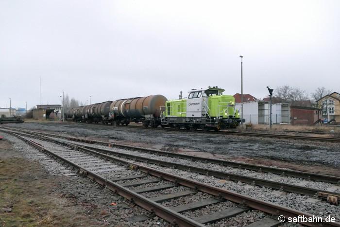 In BItterfeld Nord verlässt am 31.01.2017 die G6 der RBB/Captrain den einisten Bahnhaltepunkt Grube Antonie. Sie hat zuvor einen Ethanolzug aus Zörbig abgeholt und wird diesem im Rangierbahnhof Nord bis zur Weiterbeförderung zwischenparken.