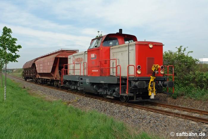 Recht überschaubar war das Anhängsel von Lok V133 am Vormittag des 28.04.2009: Mit zwei leeren Getreidewagen war die Lok aus Zörbig Thura Mark bei Heideloh unterwegs.