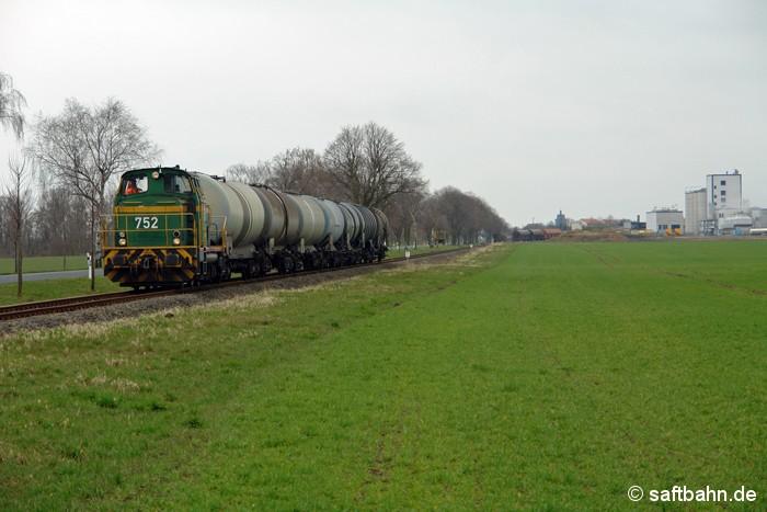 Mit einer kurzen Ethanolwagengruppe ist DE 752 am 23.03.2009 in Zörbig